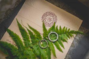 Referensi dan contoh background untuk undangan pernikahan