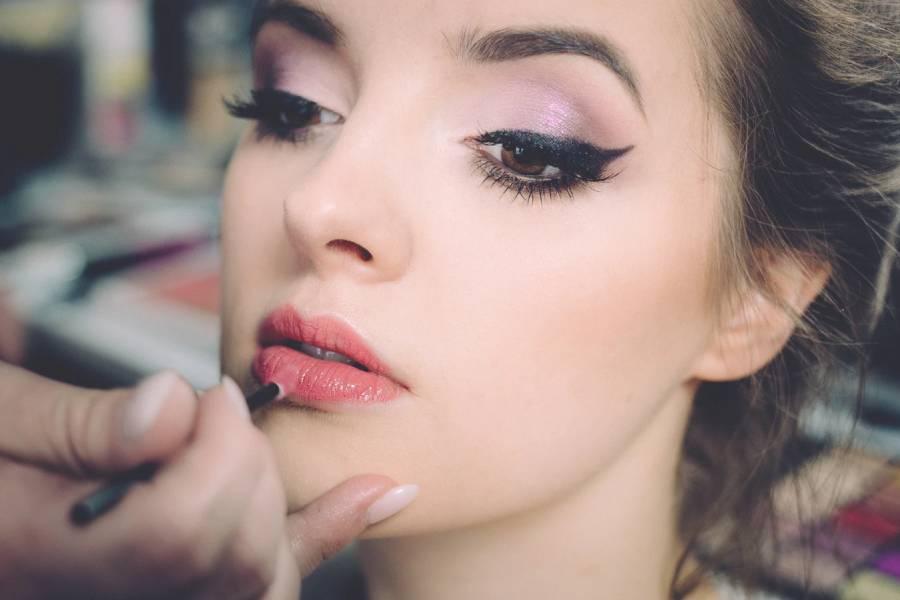 Make up artist untuk pernikahan
